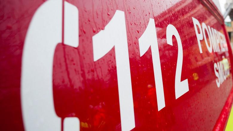Ambulanță SMURD rosie cu numar 112 alb