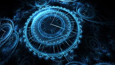 ceasuri albastre pe fondul cerului noptii