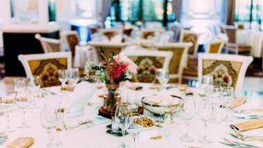 petrecere nunta masa