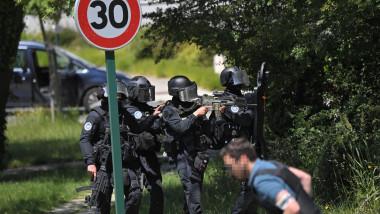fortele speciale franceze in urmarirea unui suspect