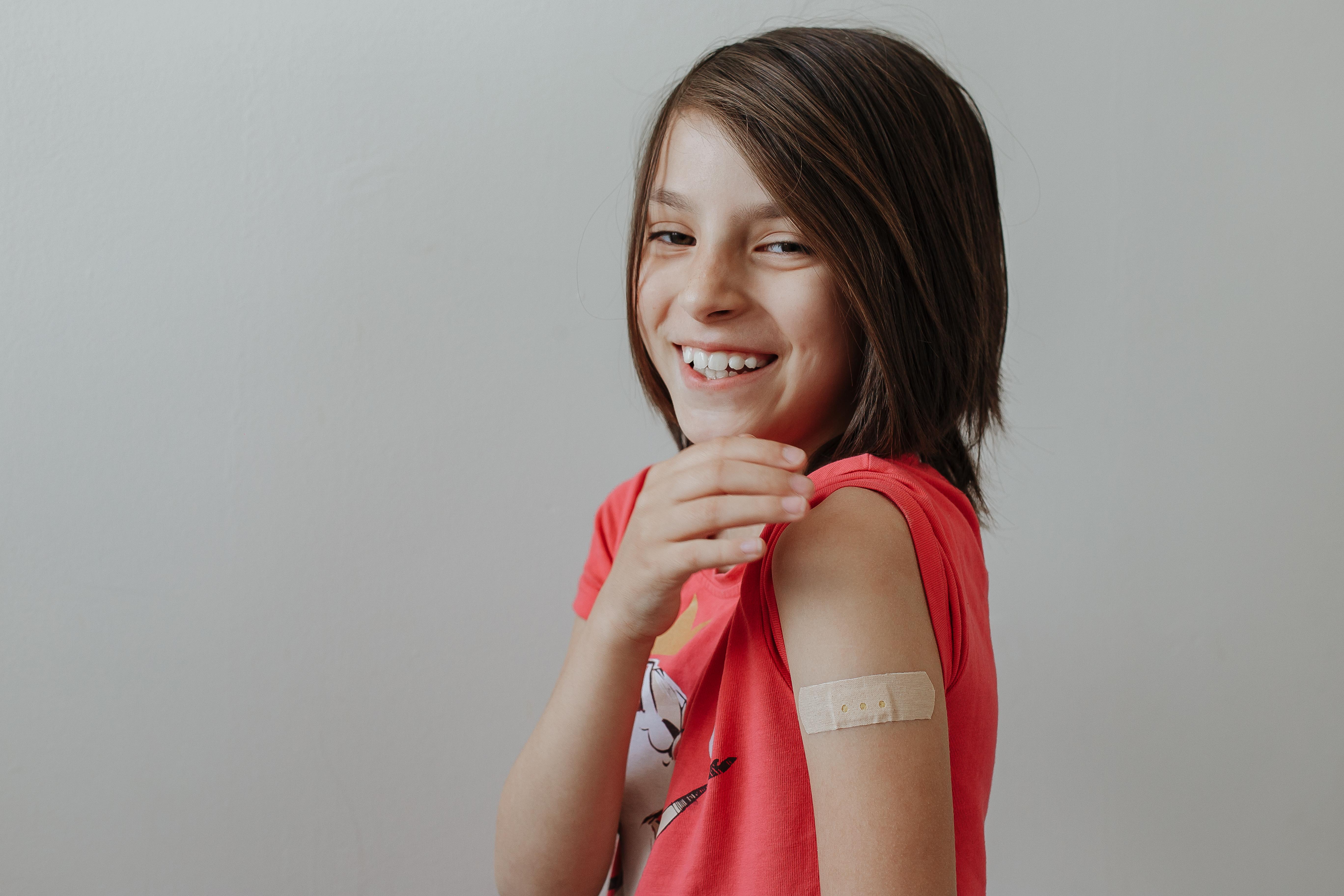 Copiii cu varsta de 12 ani si peste se pot vaccina anti-Covid incepand de miercuri