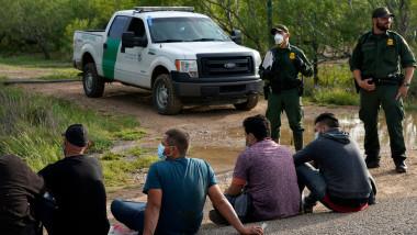 TX: Migrants Cross Into Texas From Mexico, La Joya Texas, United States - 16 May 2021