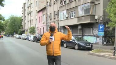 Jurnalist Digi24 în fața unui bloc
