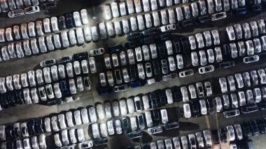 parcare plina de masini
