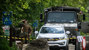 Un specialist în COVID din Belgia a fost dus într-o casă secretă după ce a devenit ținta unui lunetist periculos de extremă dreapta