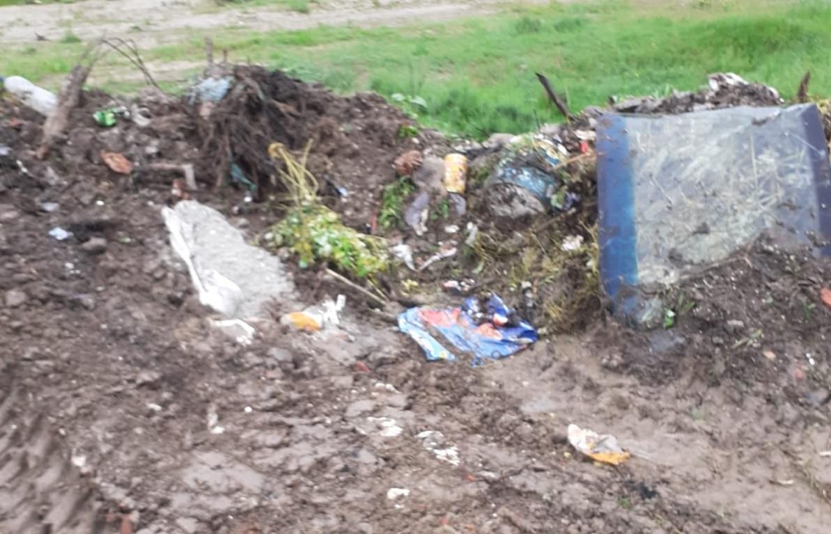 """Cantitati """"masive"""" de gunoaie impinse spre padure sau acoperite cu pamant. Primarii din Prahova amendate cu cate 50.000 de lei"""