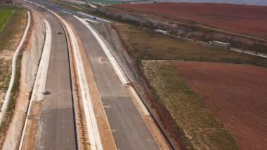 """O """"superautostradă"""" este construită cu cenușă de hârtie în loc de ciment, în Spania"""