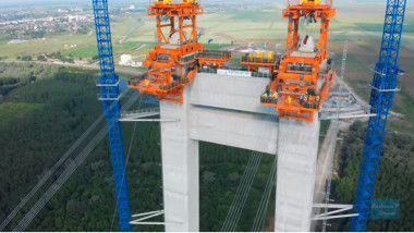 platforma pe care vor sta cablurile de sustinere ale podului peste dunare de la braila