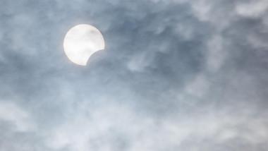 eclipsa de soare vizibila partial in romania pe 10 iunie