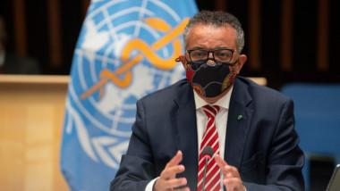 seful oms cu masca la o conferinta