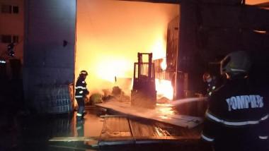 pompierii intervin la un incendiu izbucnit pe o platforma de deseuri din prahova