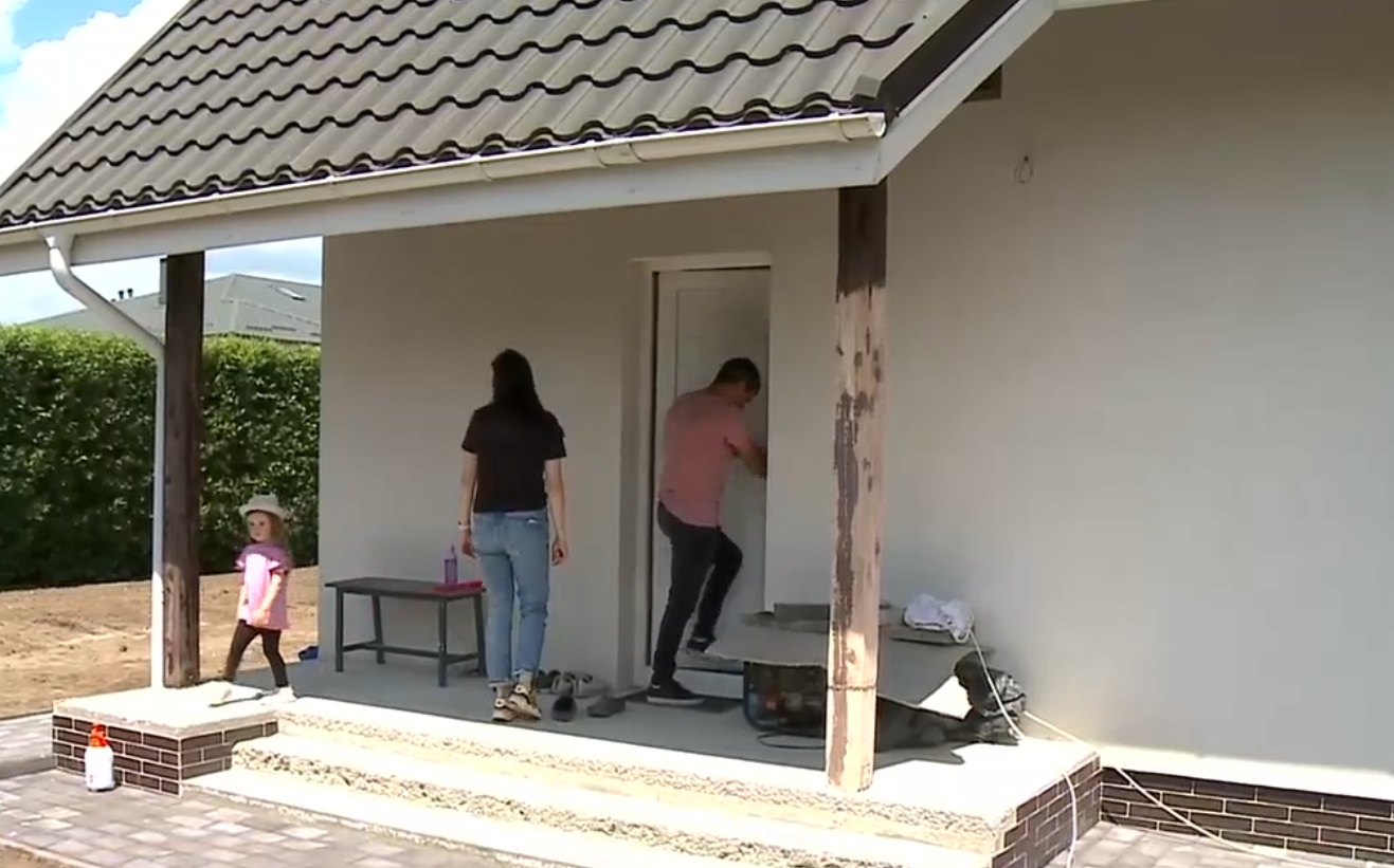 Cartier rezidential fara curent electric. Peste 40 de familii asteapta sa fie racordate la retea de ani de zile
