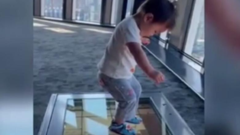 copil podea de sticla