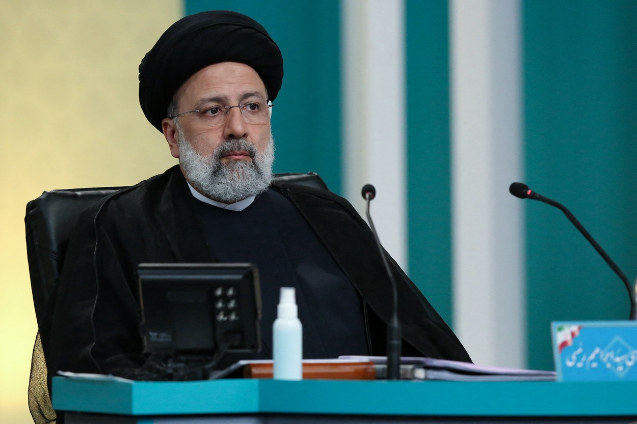 Un extremist sanctionat de SUA pentru executii in masa ale prizonierilor politici e favorit sa devina viitorul presedinte al Iranului