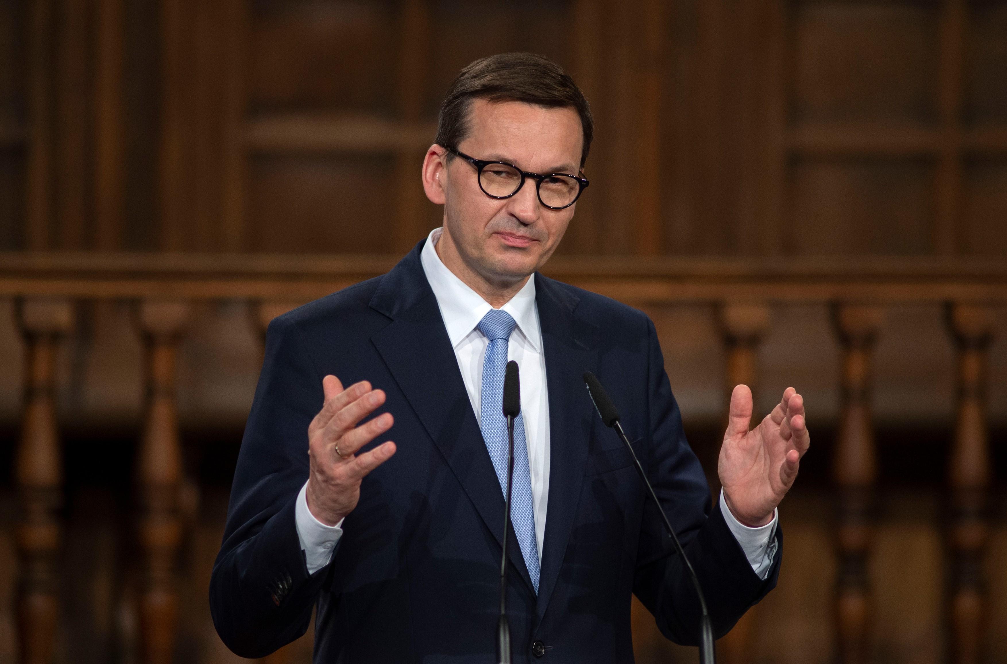 """Polonia, ţinta unui atac cibernetic """"fara precedent"""". Premierul a cerut o sesiune cu usile inchise a Parlamentului"""