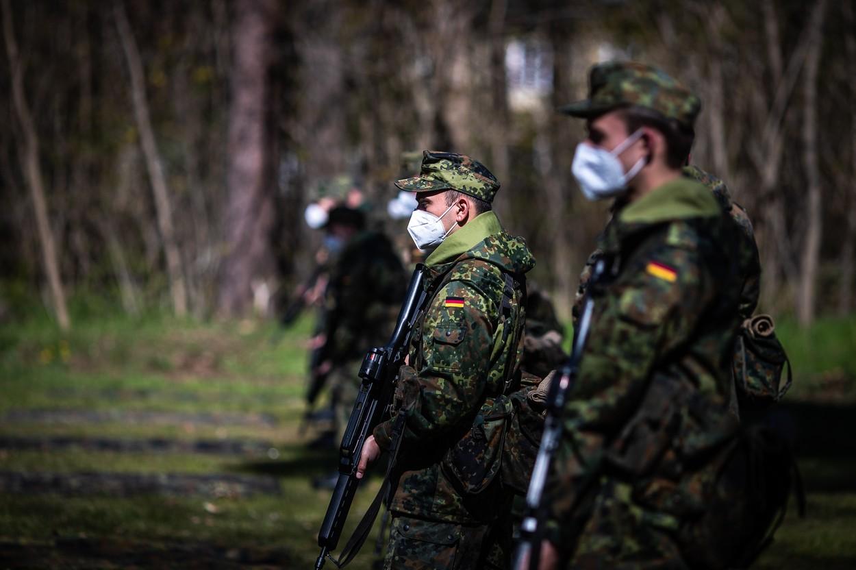 """Un întreg pluton german aflat în Lituania va fi retras """"imediat"""" din misiune. Militarii, acuzaţi de comportament rasist şi antisemit"""