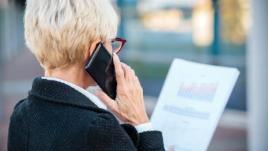 Femeie din Brașov păcălită cu 130.000 de euro în urma unui telefon