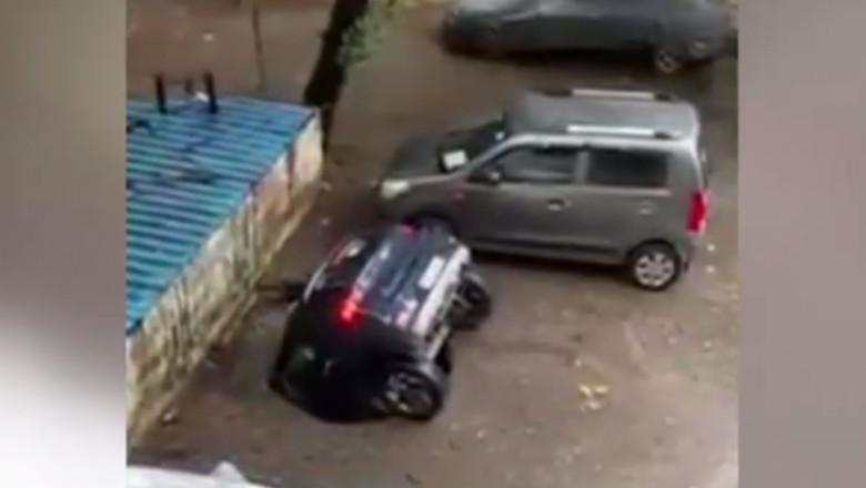 masina cazauta groapa india