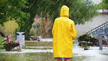 Noi coduri galbene de ploaie emise de ANM