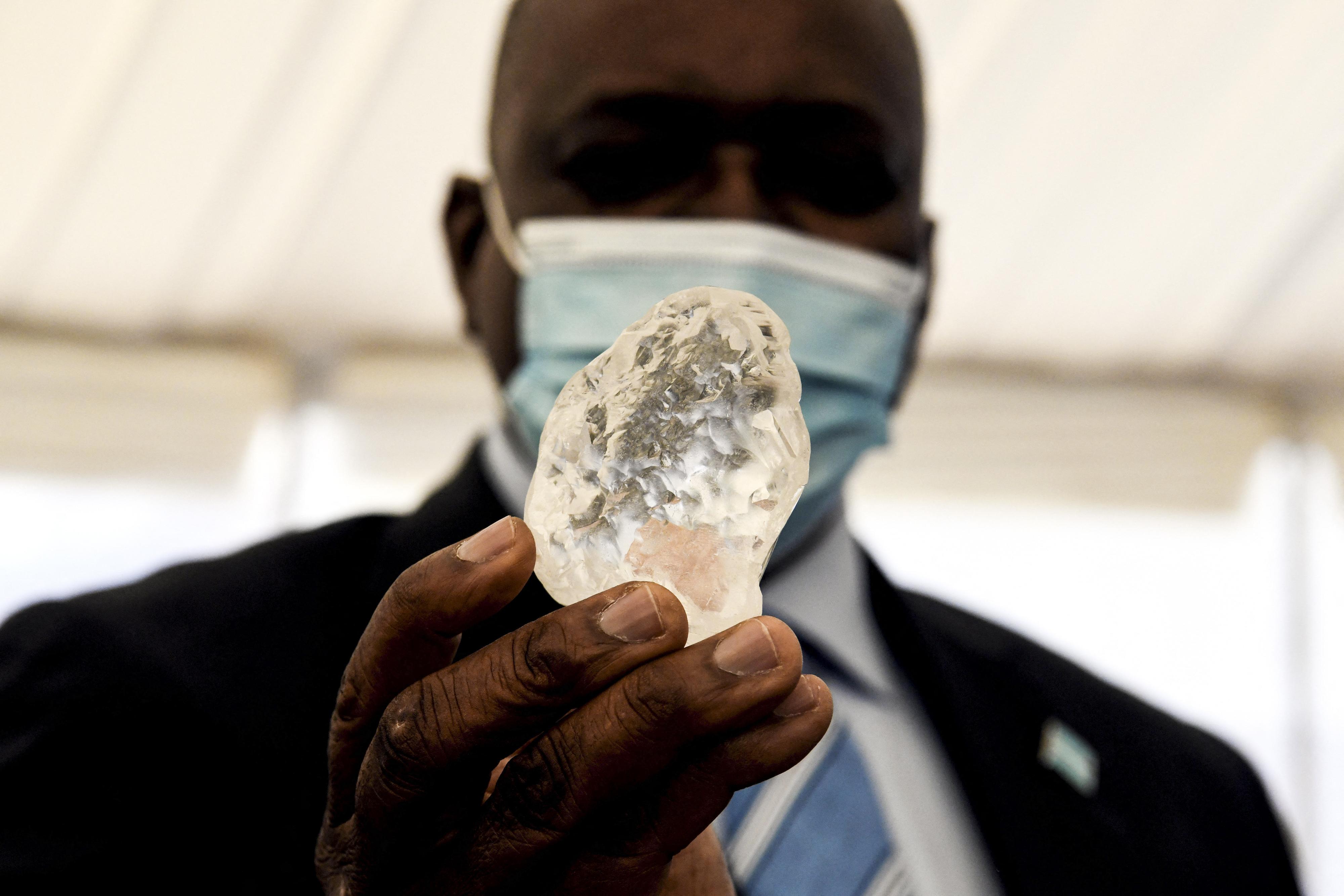 """Al treilea cel mai mare diamant din lume a fost descoperit în Botswana. """"Aduce speranță unei națiuni greu încercate"""""""