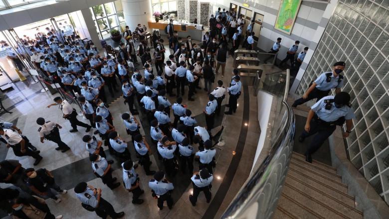politia hk la apple daily