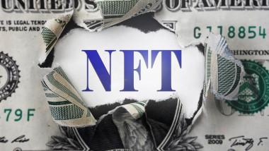 licitatie NFT cu www