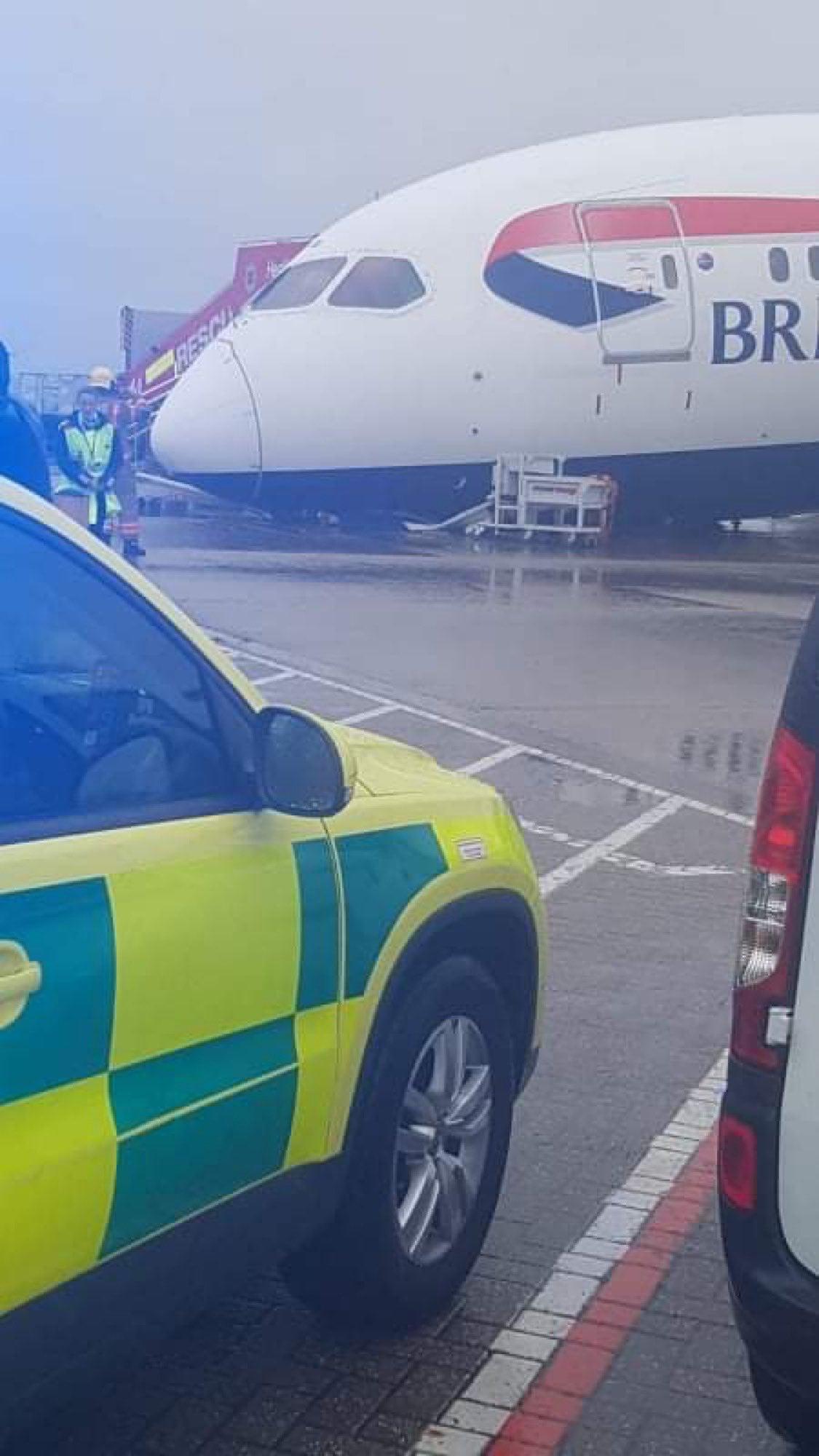 avion BA roata rupta 2