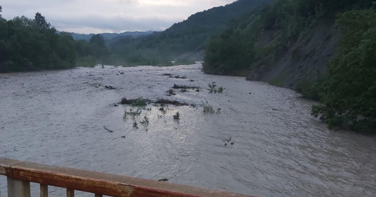 Alertă meteo. Cod portocaliu de viituri pe râuri din 25 de județe