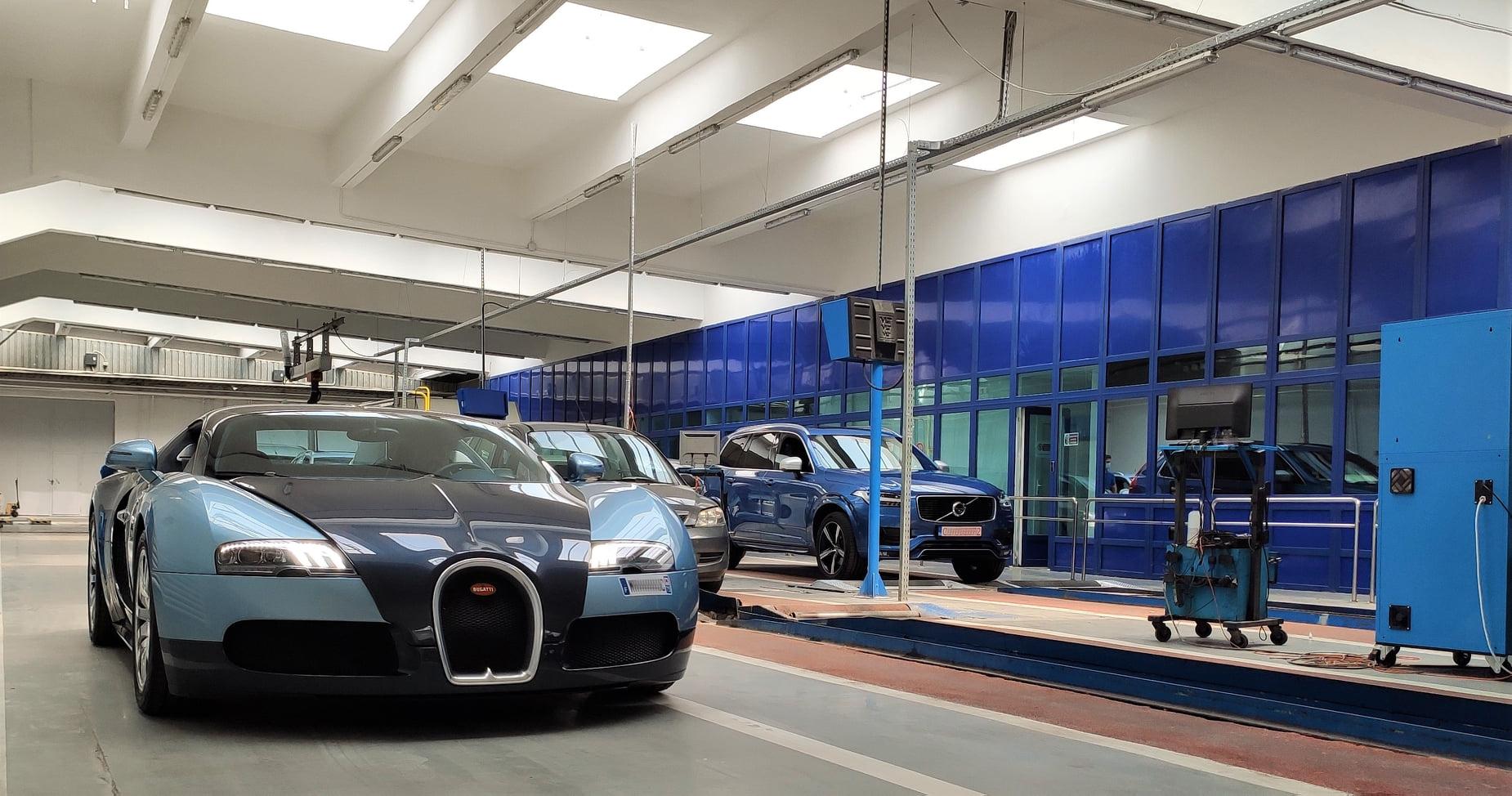 Un Bugatti Veyron, care costa 2 milioane de dolari atunci cand a fost fabricat, a fost inmatriculat in Romania, anunta RAR