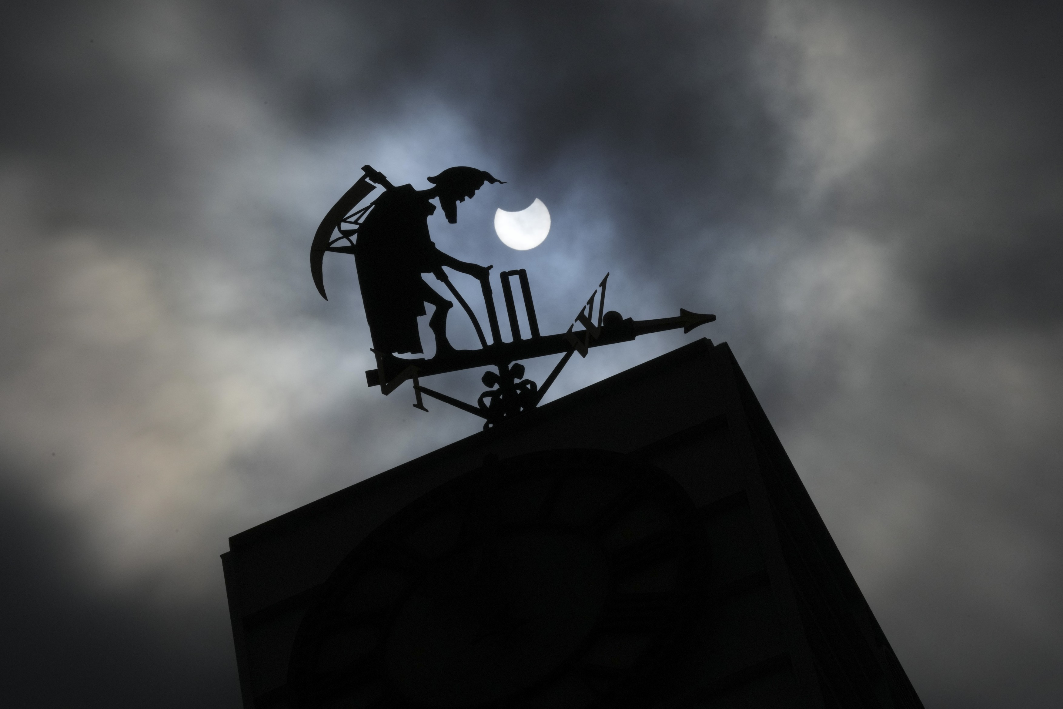 Partial solar eclipse, London, UK - 10 Jun 2021