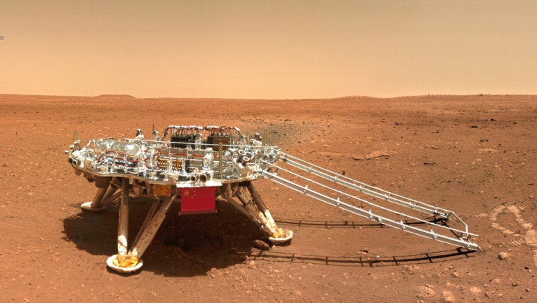 imagini de pe marte surprinse cu roverul Zhurong