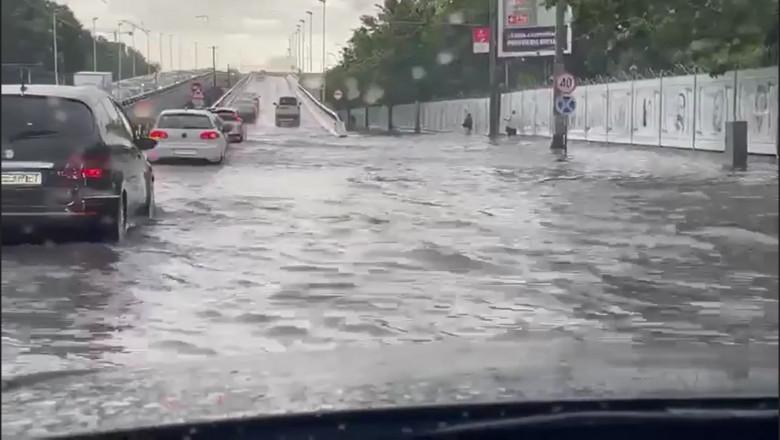 strada inundata masini