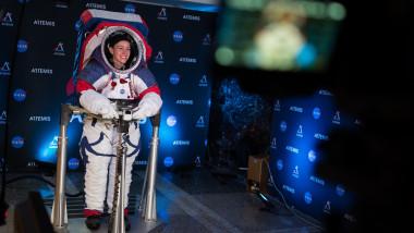 Noul costum NASA pentru astronauţii care vor ajunge pe Lună