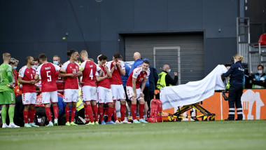 Christian Eriksen și-a revenit și a fost dus la spital, după ce s-a prăbușit pe teren, în meciul Danemarca - Finlanda.