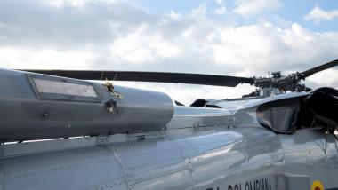 Urme de gloanțe pe elicopterul președintelui Columbiei.