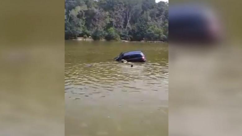 salvare soferita masina plonjata lac