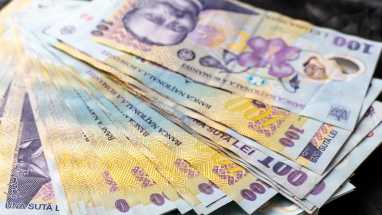 Bancnote de 100 de lei.