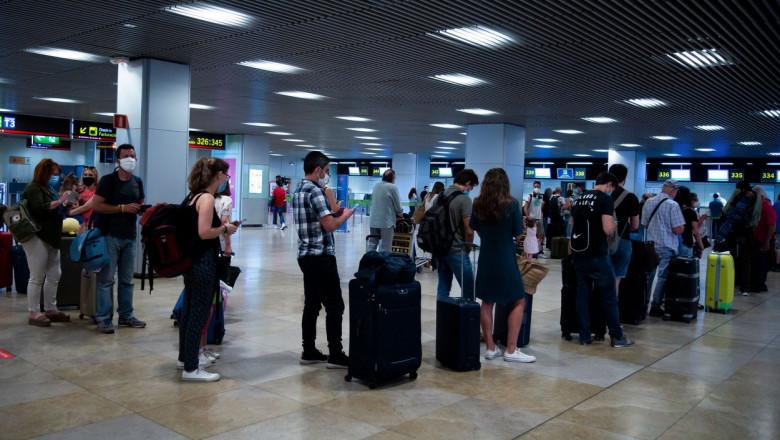 turisti aeroportul barajas madrid spania profimedia