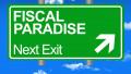 Ilustrație conceptuală cu semn rutier care prezintă direcția către un paradis fiscal