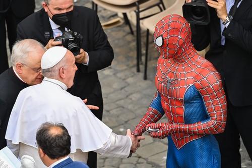 papa-francisc-spiderman (3)