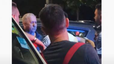 George Mihăiță lângă un polițist de la circulație.