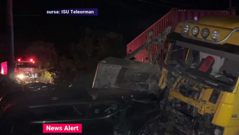accident soldat cu 5 morti in teleorman un microbuz s-a ciocnit cu un tir in timpul noptii