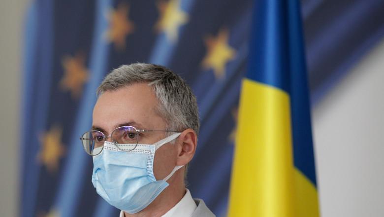 ministrul stelian ion cu masca