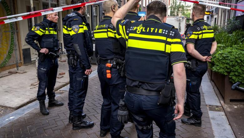 Polițiști olandezi la locul unui incident armat.