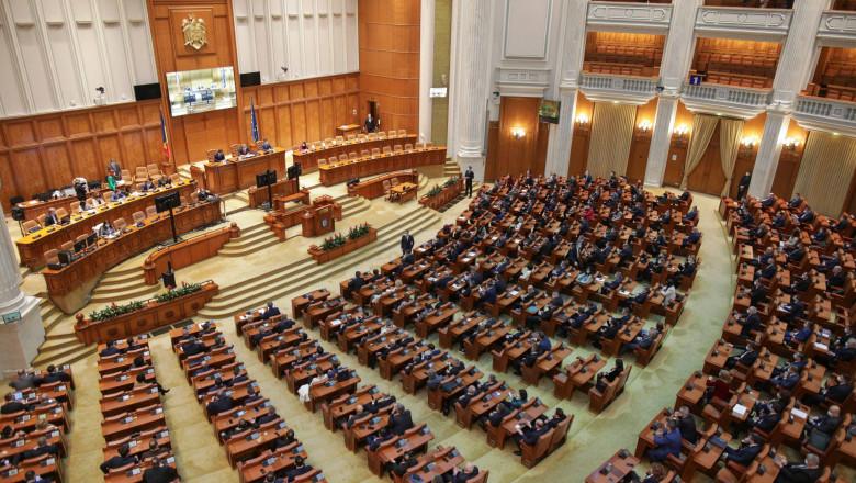 Imagine cu Camera Deputaților la o sedință de plen.