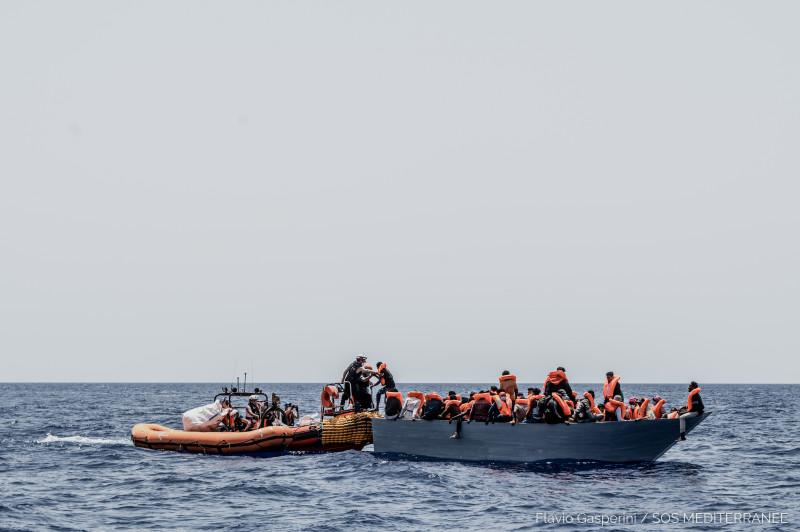 refuțiați salvați pe coasta malteză - Ocean Viking