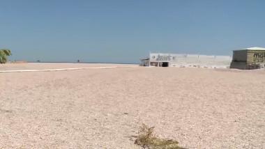 Plaja lărgită din Mamaia stârnește nemulțumiri: Șezlongurile sunt prea departe de mal, apa e prea adâncă, nisipul nu e fin