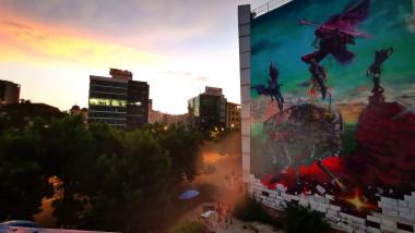 Pictură murală pe un hotel din București.