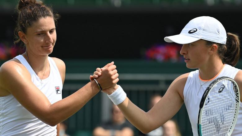 Irina Begu se salută după meci cu Iga Swiatek