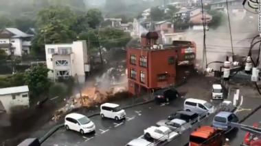 alunecare teren japonia